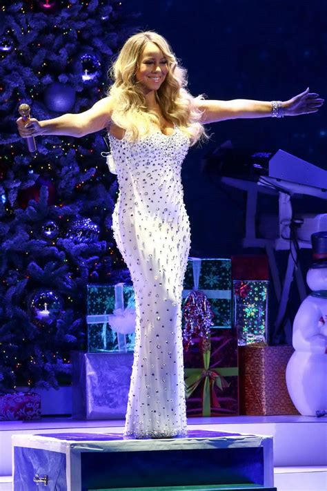 MARIAH CAREY Performs at All I Want for Christmas is You