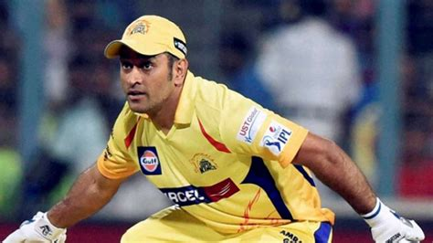WATCH | IPL 2018 Player Retention: MS Dhoni signs new CSK